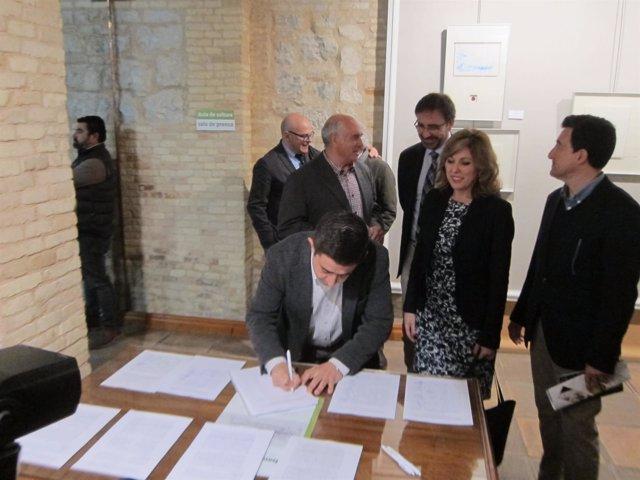 Francisco Reyes firma el manifiesto