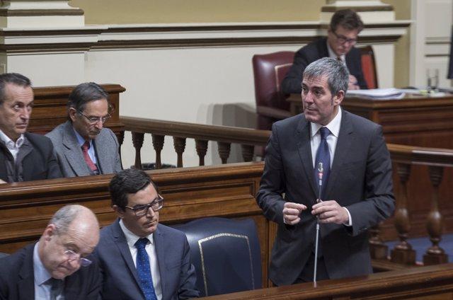 Fernando Clavijo en el Pleno del Parlamento de Canarias