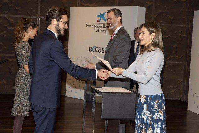 Los Reyes Felipe y Letizia entregan las becas de La Caixa