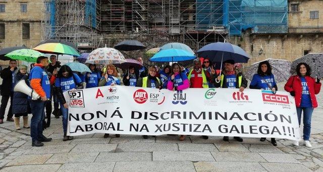 Acto de protesta de los sindicatos de justicia en Santiago