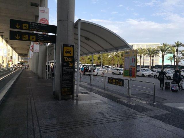 Taxi, parada taxis, aeropuerto Palma