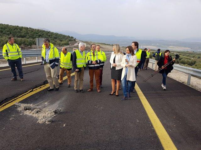 El consejero Felipe López, en una visita a obras de emergencia en la A-316
