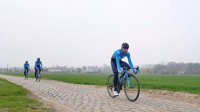 Landa, Valverde y Quintana prueba el pavé