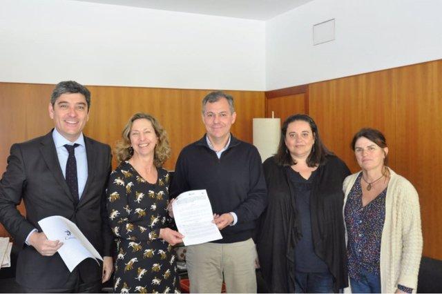 Firma del convenio entre Autismo Sevilla y el Ayuntamiento de Tomares