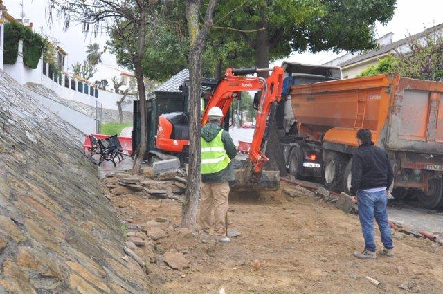 Obras para el nuevo carril bici de Tomares