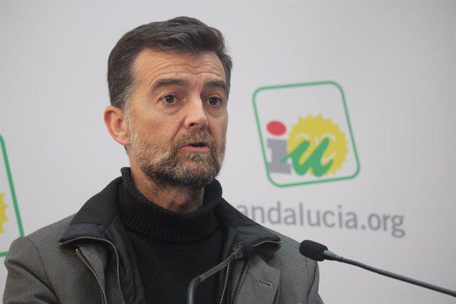 El coordinador general de IULV-CA, Antonio Maíllo, este lunes en rueda de prensa
