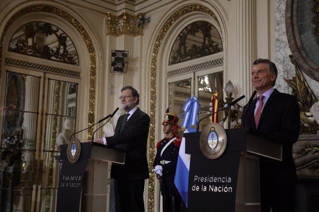 Mariano Rajoy y Mauricio Macri ofrecen una rueda de prensa en Argentina