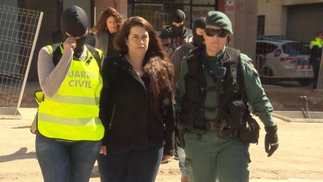La Guardia Civil detiene a una integrante de los CDR en Viladecans (Barcelona)