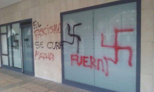 Pintadas amenazantes en la sede de UPN en Orkoien.