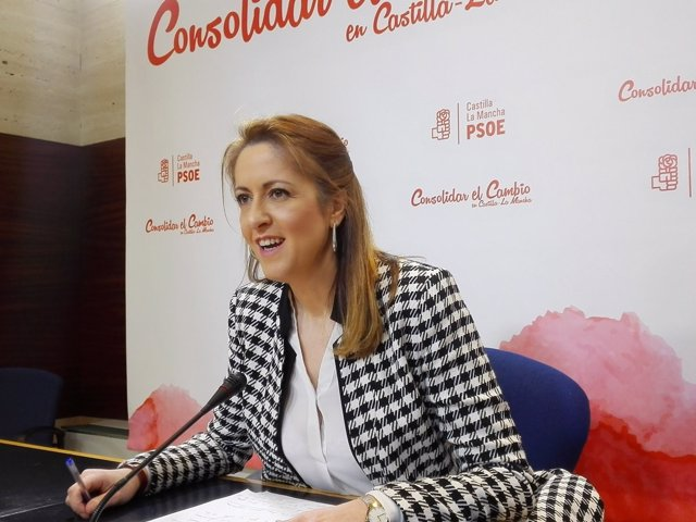 La portavoz del PSOE en C-LM, Cristina Maestre, en rueda de prensa
