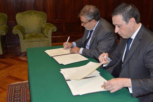 Firma del convenio entre Bantierra y el Colegio de Administradores de Fincas