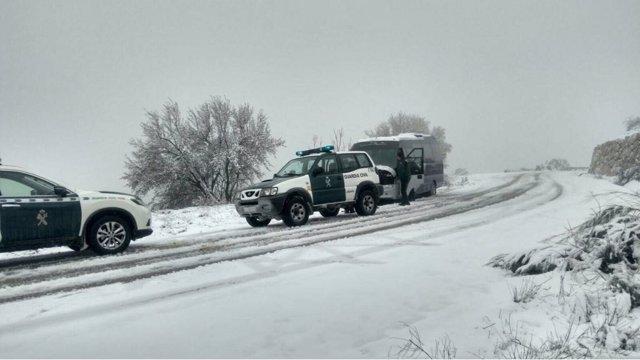 Autobús atrapado por la nieve