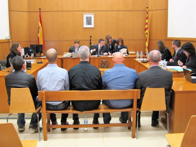 Juicio a 5 mossos por lesionar a manifestantes de Can Vies, en Barcelona