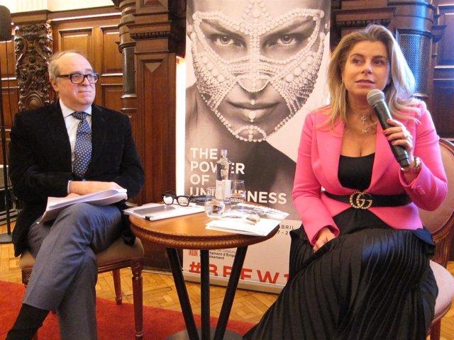El profesor del Iese José Luis Nueno y Estermaria Laruc