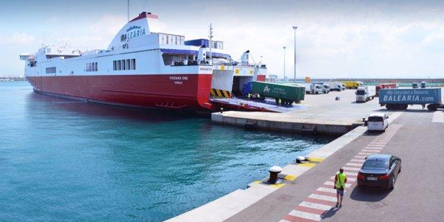 Tráfico de mercancías en un puerto de Baleares