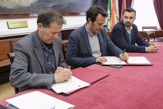 Firma del convenio entre Ayuntamiento de Cádiz y Puerto