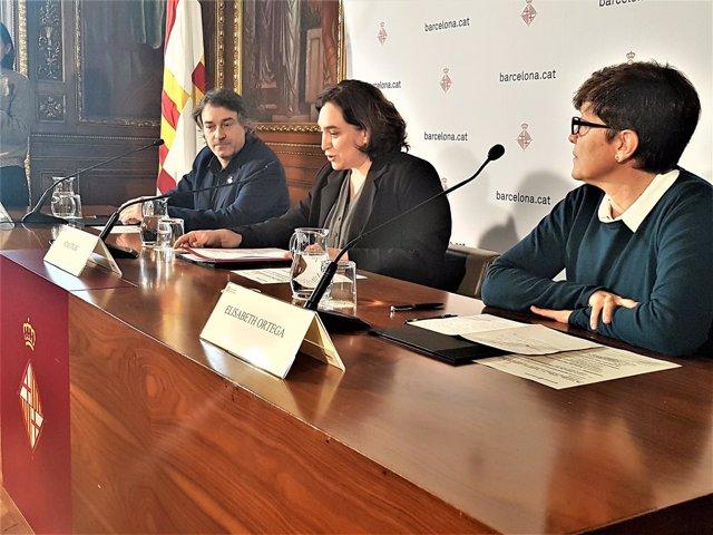 Alcaldes Jordi Munell y Ada Colau; Elisabeth Ortega (Benestar Social Ripollès)