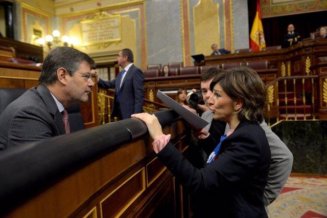Yolanda Díaz (En Marea) entrega a Catalá la carta de funcionarios de justicia