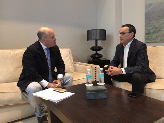 Julio Díaz, de Cs, se reúne con el presidente de la Diputación de Huelva.