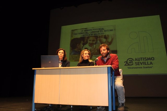 La alcaldesa de Alcalá de Guadaíra en un acto sobre TEA