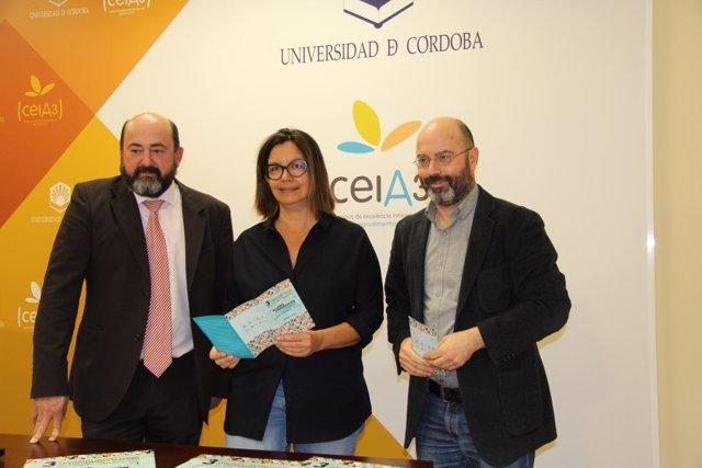 Barceló (centro), entre Torres Medina en la presentación