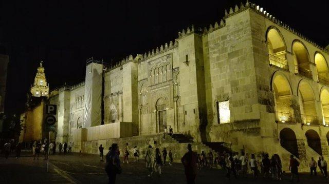 Vista nocturna de la Mezquita, principal símbolo de la Córdoba islámica