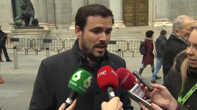 Alberto Garzón declara en la puerta del Congreso de los Diputados