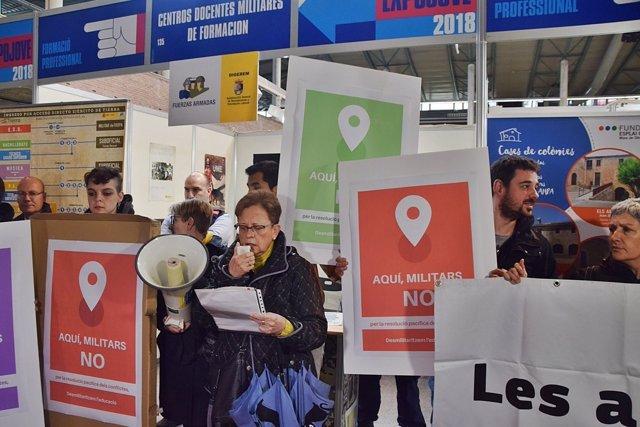 Protesta por la presencia de Ejército en el salón ExpoJove de Girona