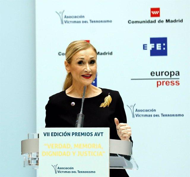 Cristina Cifuentes interviene en la entrega de los Premios de la AVT