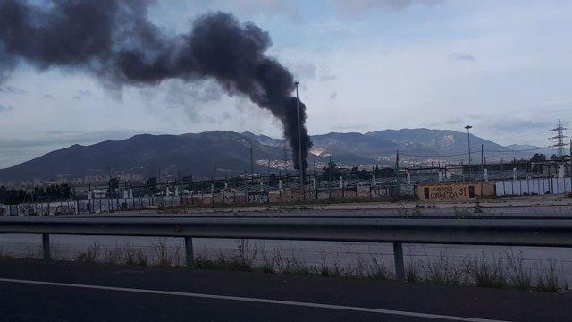 Incendio en caseta de residuos taller de Los Prados de Málaga capital sin daños