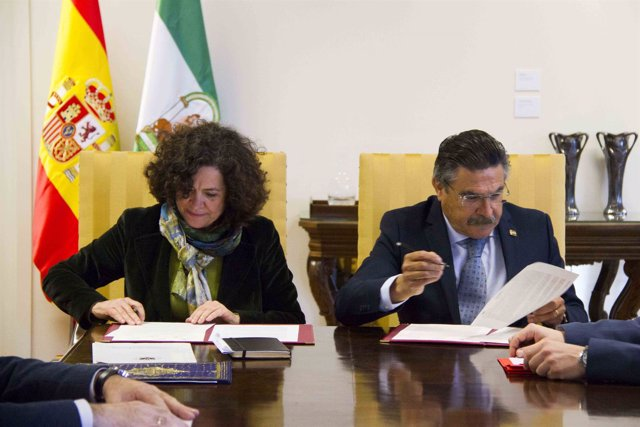 La rectora de la UGR, Dª Pilar Aranda Ramírez, y el Dr. José Luis Llisterri