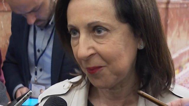 Margarita Robles atiende a la prensa en el Congreso