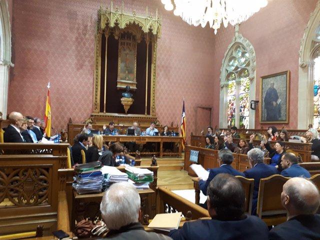 El pleno del Consell de Mallorca votando este jueves
