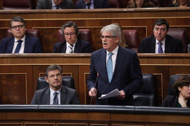 Alfonso Dastis en una sesión de control al Gobierno en el Congreso