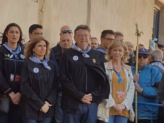 Eva Montesinos, en primer término a la izq, junto a Ximo Puig en la Santa Faz