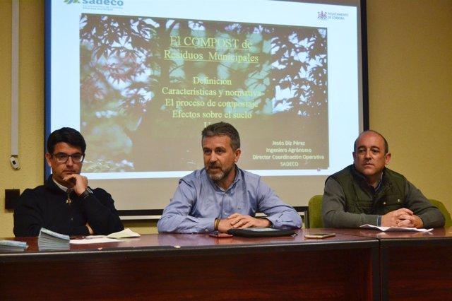 Sánchez (centro) y García (izda.) inauguran el encuentro