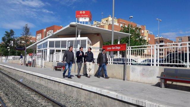 Alcalde Lorca en parada de tren de San Diego