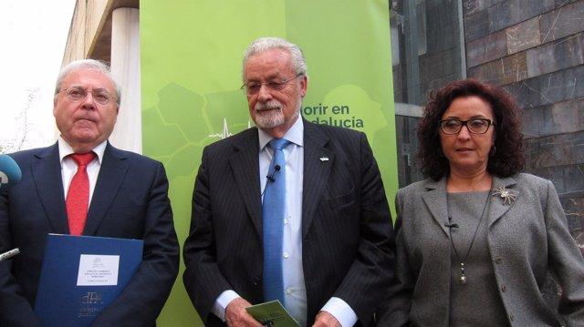 Jesús Maeztu con María Isabel Baena y Emilio Aumente