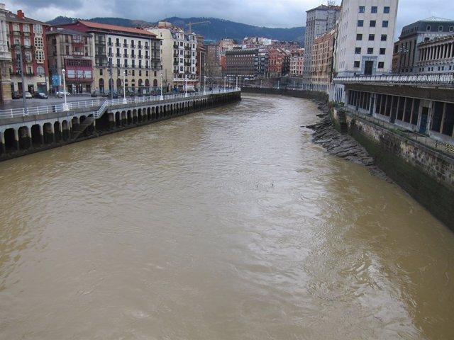 Ría a su paso por Bilbao