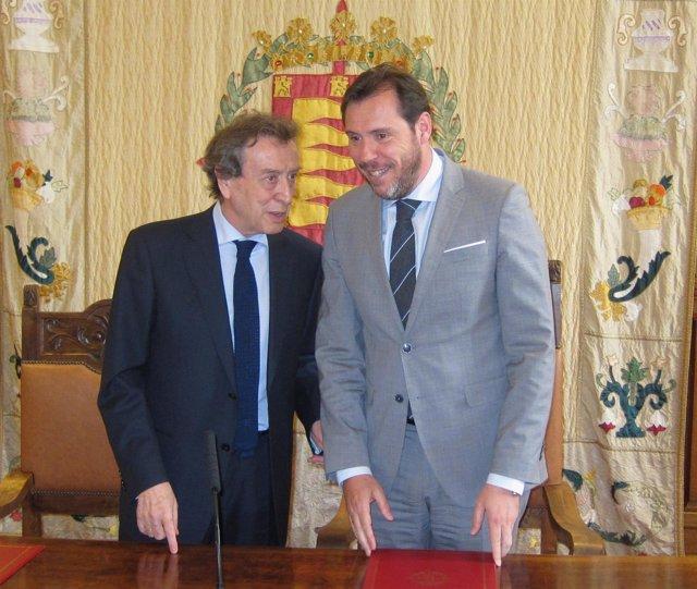 De Santiago-Juárez y Óscar Puente en el Ayuntamiento de Valladolid. 12-4-2018