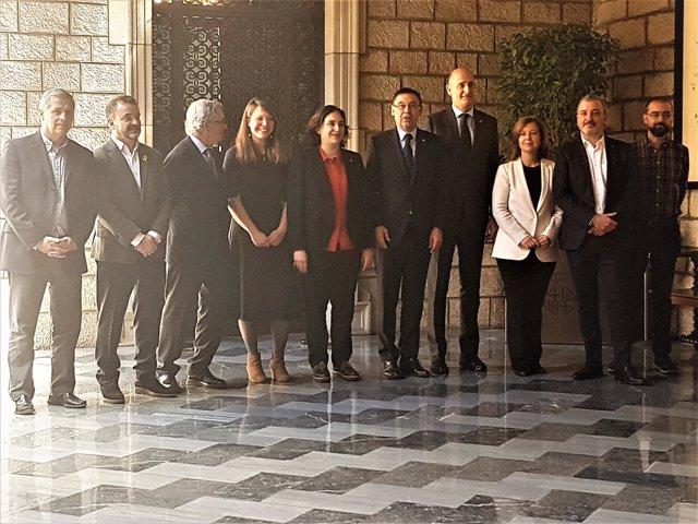 Líderes de grupos del Ayto.Barcelona,alcaldesa Ada Colau,J.M.Bartomeu (Barça)