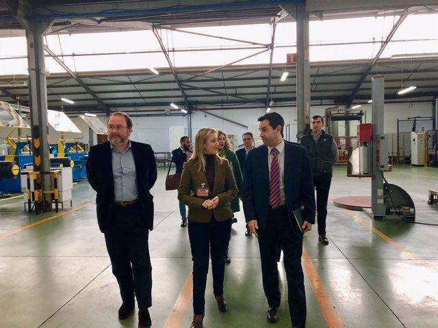 La alcaldesa de Alcalá, Ana Isabel Jiménez, ha visitado la planta.