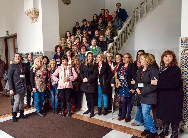 Susana Díaz con representantes de las camareras de piso en Andalucía