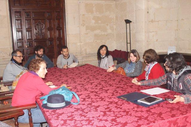 Reunión de Participa e IU con los animalistas