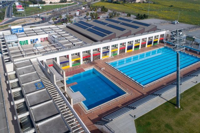 Placas fotovoltaicas en las piscinas municipales de Son Hugo