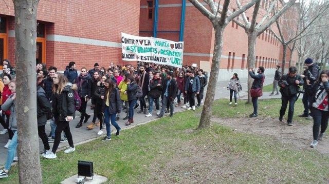 Manifestación de alumnos de la URJC en el campus de Vicálvaro