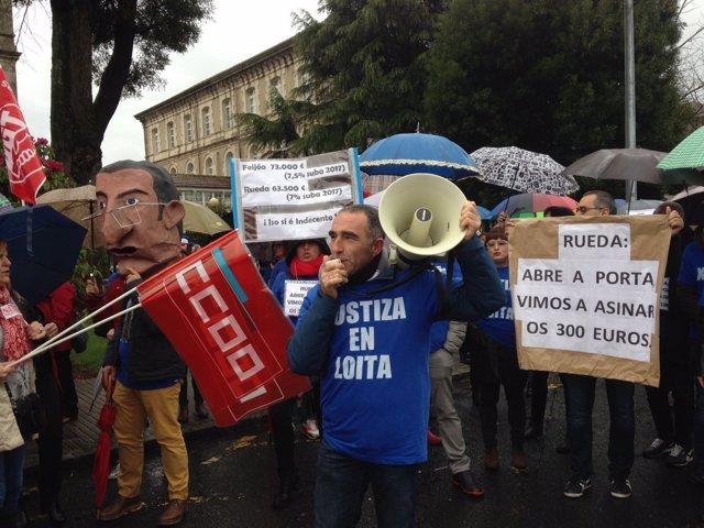 Concentración de los funcionarios de justicia ante la Xunta