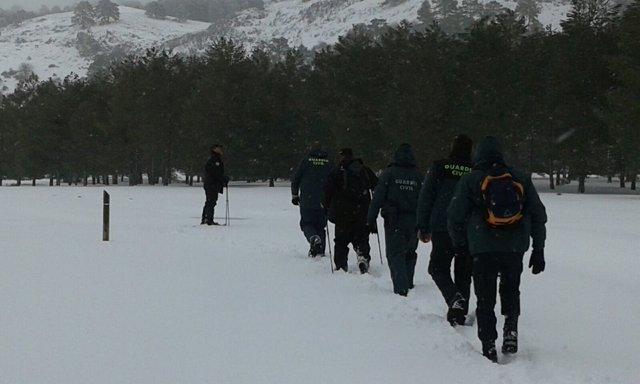 Grupo de rescate que busca a un senderista en la Sierra de Cazorla