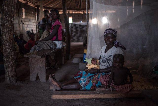 Una madre y su hija desplazadas en el este de RDC