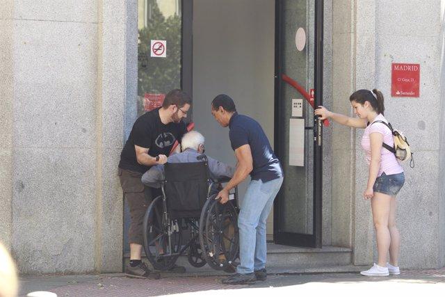 Dependiente, silla de ruedas, paralítico